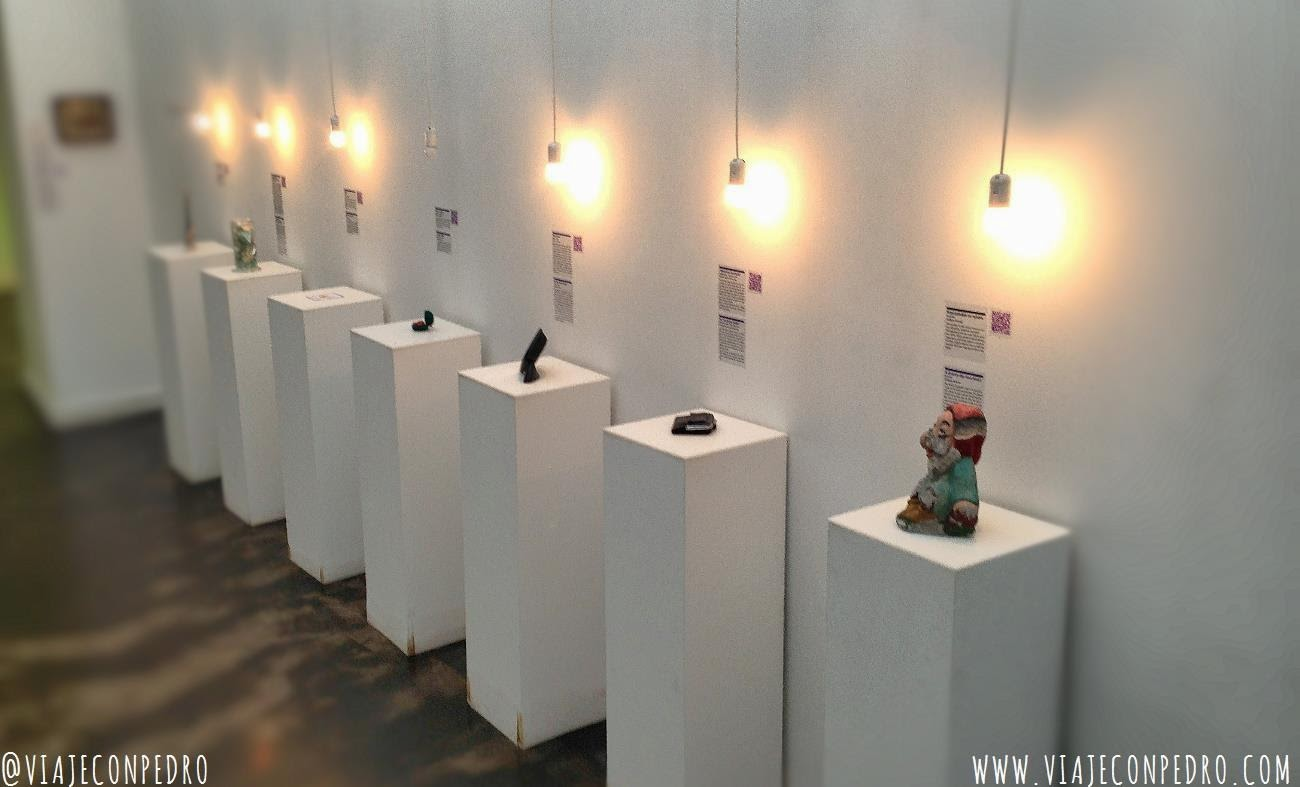 el museo de las relaciones rotas en zagreb croacia travel with pedro. Black Bedroom Furniture Sets. Home Design Ideas