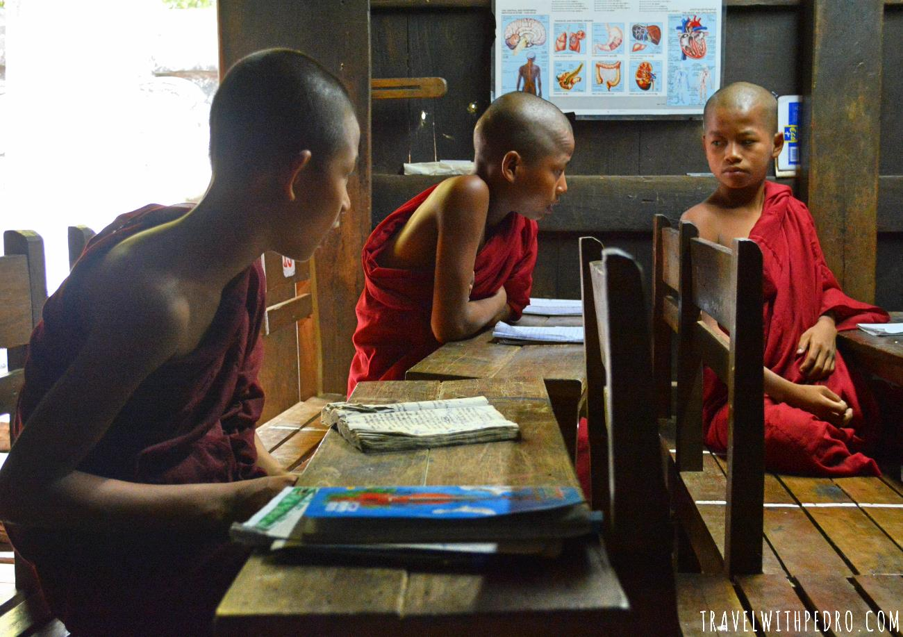 Povo de Myanmar: Monges em Mandalay